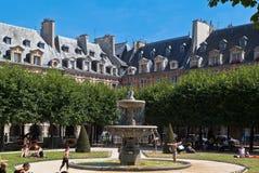 des喷泉法国巴黎安排vosges 图库摄影