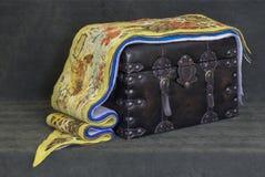 Des écharpes de laine du ` s de femmes sont empilées Images stock