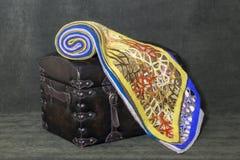 Des écharpes de laine du ` s de femmes sont empilées Photographie stock libre de droits