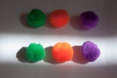 Des autres boules molles colorées foncées et légères Photos stock