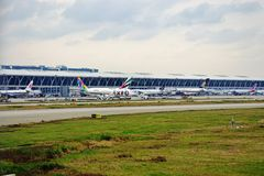 Des avions sont alignés à l'aéroport international de Shanghai Pudong (PVG) Images stock