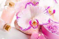 Des Badekurortes Leben noch mit Orchideeblumen Stockfotografie
