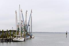 Des bateaux sont accouplés chez Shem Creek photo libre de droits
