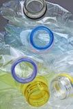 Des bouteilles faites en ANIMAL FAMILIER parfois PETER d'éthylène téréphtalate peuvent être réutilisées pour réutiliser le matéri Photos stock