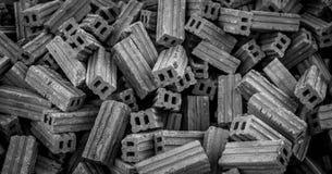 Des briques sont empilées ensemble Photos libres de droits