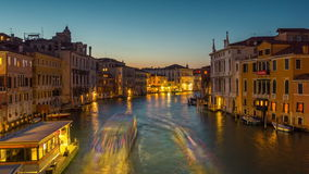 Des Canal Grande-Panoramas 4k accademia Nacht-Venedig-ponte engen Tals Zeitspanne Italien stock footage