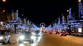 DES Champs-Elysees da avenida em Paris, tráfego de carro, vídeos de arquivo