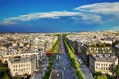 DES Champs-Elysees de la avenida en París, Francia foto de archivo