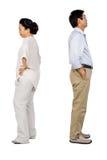 Des couples asiatiques plus anciens ayant un argument images libres de droits