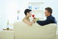 Des couples d'amour - s'est levé Photos stock