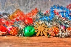 Des décorations de Noël attendent pour être employées Images libres de droits
