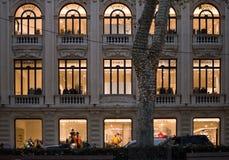 DES de Passeig soutenu avec la lumière de Noël de soirée Images stock