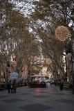DES de Passeig soutenu avec la lumière de Noël de soirée Photographie stock libre de droits