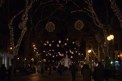 DES de Passeig soutenu avec des lumières de Noël Photographie stock
