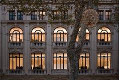 DES di Passeig sopportato con la luce di Natale di sera Fotografie Stock