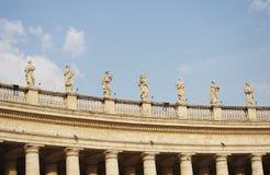 Des die Kolonnade Vatikans Berninis in Rom lizenzfreies stockbild