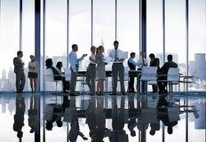Des Diskussions-Sitzungs-Geschäftsleute Stadtbild-Team Concept Stockfoto