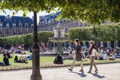 DES en place de flânerie VOSGES, Paris Image libre de droits