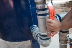 Des enfants seront exposés au manque d'eau de l'eau photo stock