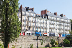 DES Etats de la ruda de la calle cerca del castillo en Nantes Imágenes de archivo libres de regalías