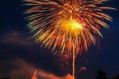 Des feux d'artifice chez Suanluang Rama IX, c'est le parc public photos stock