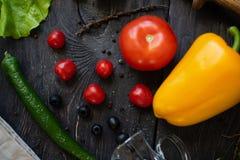 Des Gem?ses Leben noch Der Prozess des Kochens des Gem?sesalats lizenzfreies stockbild