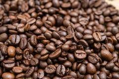 Des grains de café rôtis, peuvent être utilisés comme fond Photographie stock libre de droits