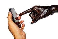 Des Handpressen-Menschen des Teufels das intelligente Telefon Stockbild