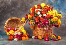 Des Herbstes Leben noch Blume, Obst und Gemüse stockfoto