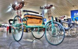 Des 19. Jahrhunderts fahrbares Auto der Weinlese drei Stockbilder