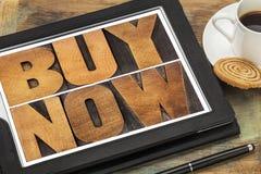 Des Kaufes on-line-Einkaufen jetzt - Stockbild