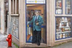 DES Lyonnais di Fresque: Bernard Pivot e una biblioteca Fotografia Stock