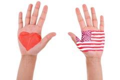Des mains avec un coeur et un drapeau peints des Etats-Unis, j'aime les Etats-Unis Co Image stock