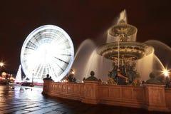 DES Mers de Fontaine, rueda del árbol de navidad y de Ferris Foto de archivo libre de regalías