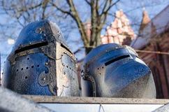Des mittelalterlichen nachgemachter Markt Kriegers-Sturzhelms des Eisens angemessen Lizenzfreies Stockbild