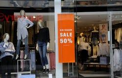 50% des MITTLEREN Einzelhandelsgeschäft JAHRESZEIT-VERKAUFS Lizenzfreies Stockbild