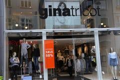 50% des MITTLEREN Einzelhandelsgeschäft JAHRESZEIT-VERKAUFS Lizenzfreie Stockfotografie