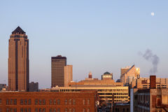Des Moines arkitektur på solnedgången Royaltyfria Foton