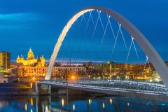 Des Moines Iowa horisont i USA royaltyfria bilder