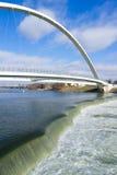 Des- Moinesfluss-Haupt-Riverwalk Bridge Midwest-Vertikale Lizenzfreies Stockfoto