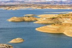 Des montagnes d'atlas de réservoir Maroc l'eau des montagnes est employées et gardées ici pour l'eau potable  Image libre de droits