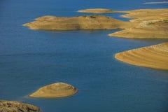 Des montagnes d'atlas de réservoir Maroc l'eau des montagnes est employées et gardées ici pour l'eau potable  Image stock