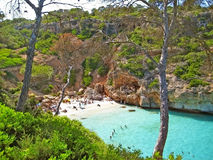 DES Moro, Majorca de Cala - aboyez avec la plage Photos stock