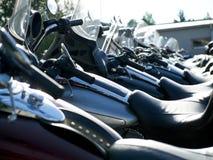 Des motos lourdes sont alignées photographie stock libre de droits