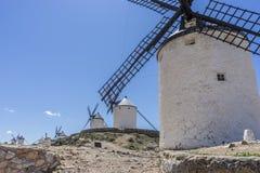 des moulins à vent de Consuegra en Toledo City, ont été utilisés pour rectifier le grain photo libre de droits