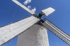 des moulins à vent de Consuegra en Toledo City, ont été utilisés pour rectifier le grain image libre de droits