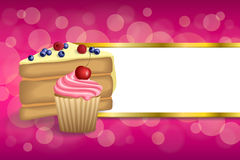 Des Nachtischkuchenblaubeerhimbeerkirschkleinen kuchens des Hintergrundes sahnen abstrakte rosa gelbe Muffins Streifengoldrahmeni Lizenzfreie Stockfotografie