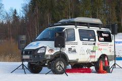 Des nicht für den Straßenverkehr Expeditionsauto Tuners basiert auf dem ` ` GAZ-22177 Sobol 4x4 in der Rolle der zählenden Maschi Stockfotos