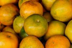 Des oranges sont vendues sur les marchés locaux en Thaïlande Image stock