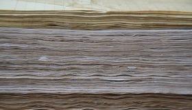 Des pages affligées sont rendues compactes, comprimé dans le stati de simple-feuille Photographie stock